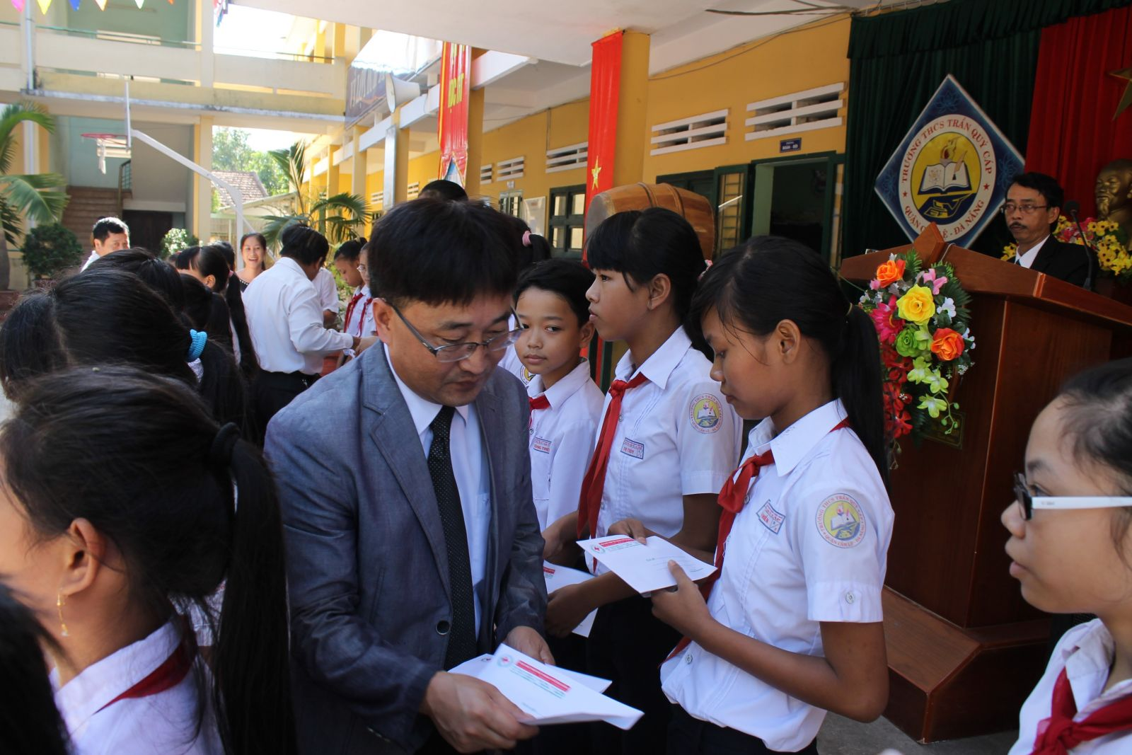Scholarships granted in four provinces in the Central Vietnam